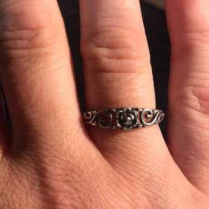 Jewelry - Sterling 925 ring with flower design